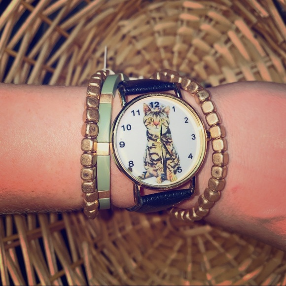 Jewelry - Adorable Cat Face Watch